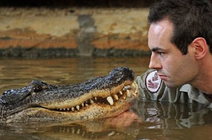 Австралиец подружился 120-килограммовым крокодилом
