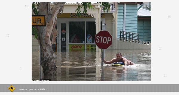 Мощный циклон принес Австралии наводнение
