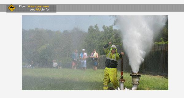 Прорыв водопровода в Мельбурне образовал 80 метровый фонтан